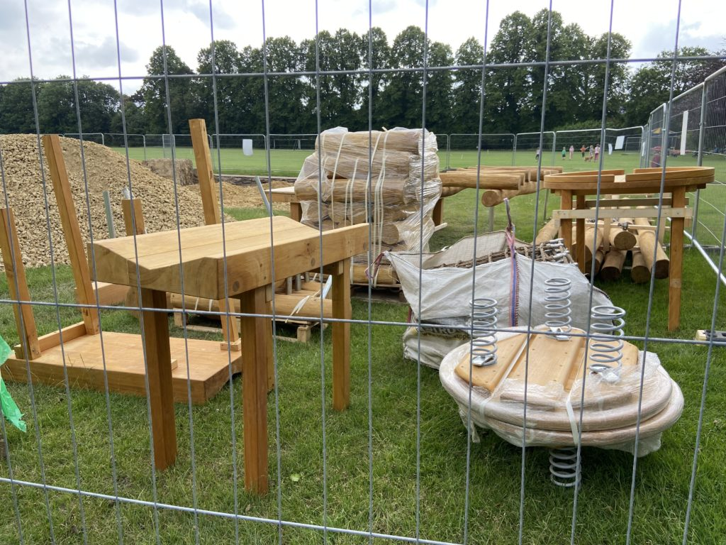 Wooden equipment for the playscape